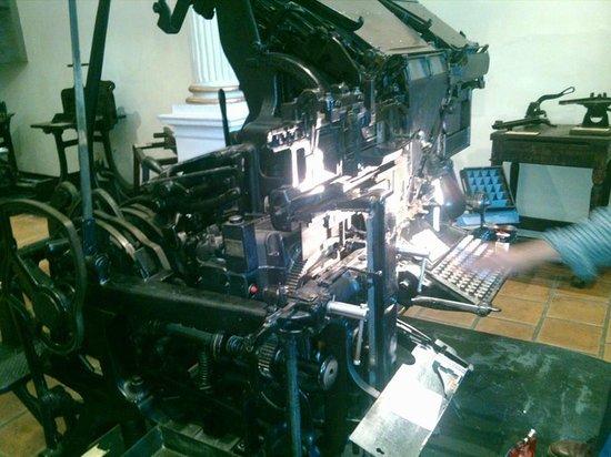 Museo del Periodismo y las Artes Graficas: Esta maquina se utilizaba para la redaccion.