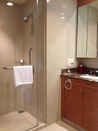 Pullman Kuala Lumpur City Centre Hotel And Residences : Room 1427 (Superior One Bedroom Apartment)