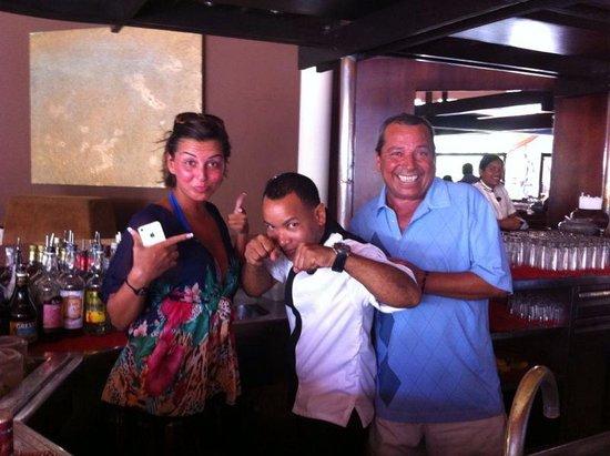 "Paradisus Punta Cana: Con Lorenzo Tejado, el ""mini Mike Tyson"" del  M BAR."