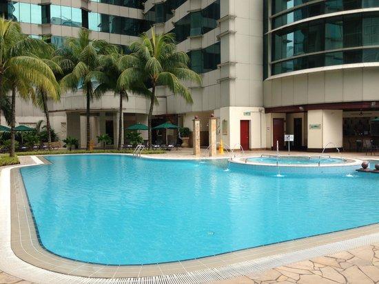 Pullman Kuala Lumpur City Centre Hotel And Residences : Swimming Pool
