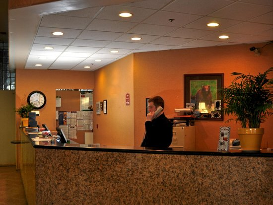 Alex Hotel & Suites: Our front desk is available to help our guests 24 hours a day.