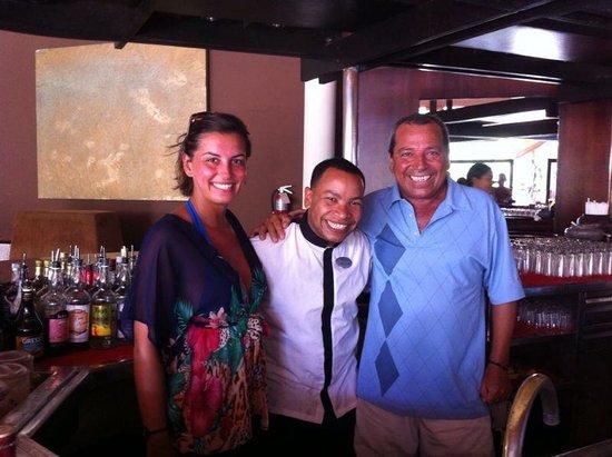 Paradisus Punta Cana: Otra foto en el M BAR con Lorenzo, gracias por esos cócteles tan buenos y los momentos de risa.