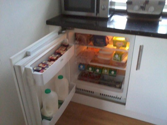 Flexistay London Serviced ApartHotel: Fridge well-stocked for DIY breakfast (pots and pand in cupoboard on right)