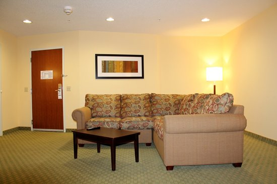 Holiday Inn Express & Suites - Harrisburg West: 2 Bedroom Suite - Sitting Area