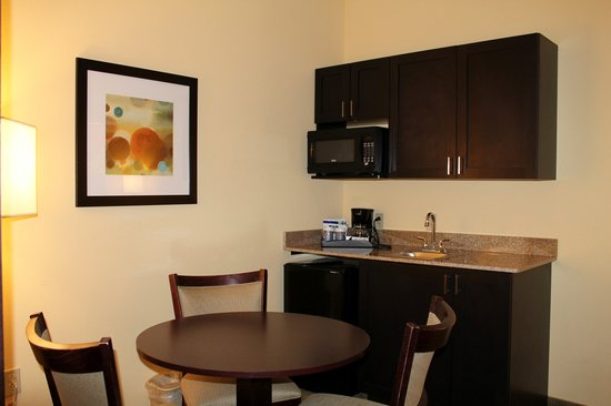 Holiday Inn Express & Suites - Harrisburg West: 2 Bedroom Suite - Kitchenette