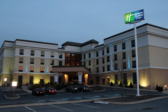 Holiday Inn Express & Suites - Harrisburg West: Hotel Exterior - Evening