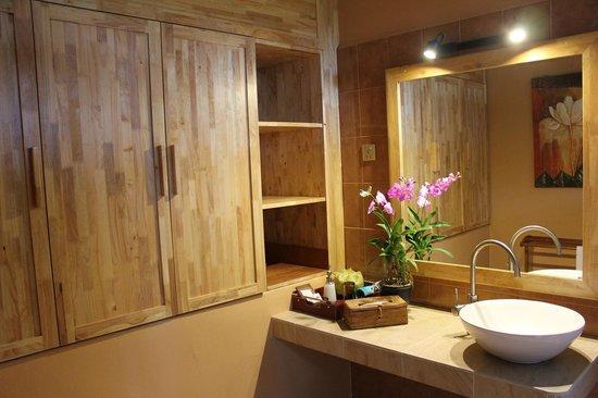 Ambong Ambong: Bathroom #2