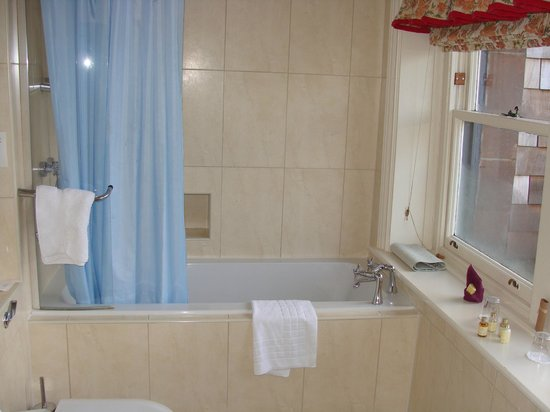 Lake Vyrnwy Hotel & Spa : our bathroom...Room 7