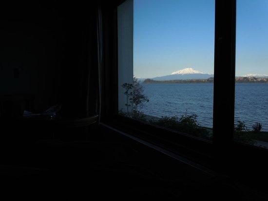 Hotel Cabana del Lago: Vista do quarto: vulcão osorno
