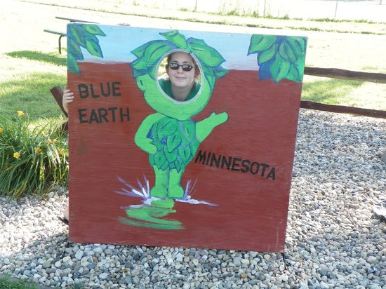 Green Giant Statue Park: photo cut outs