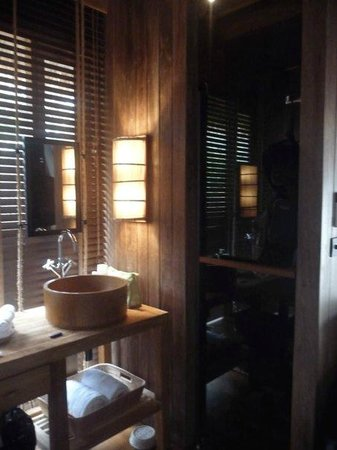 Haadtien Beach Resort : bathroom