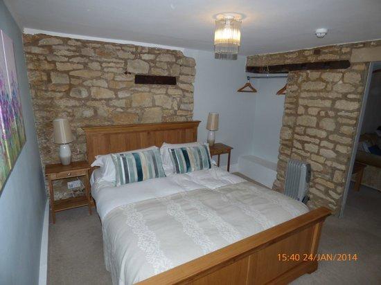 The Amberley Inn: Bedroom of garden suite