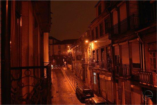 Aparthotel Oporto Sol : Вид с балкона на Rua do Sol