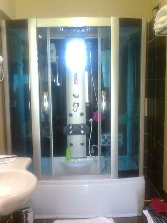 Hotel Daytona : vasca galattica in camera standard