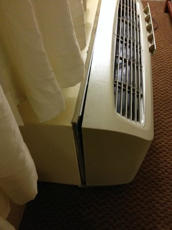 Ramada Sarasota: Unfitted AC  Casing