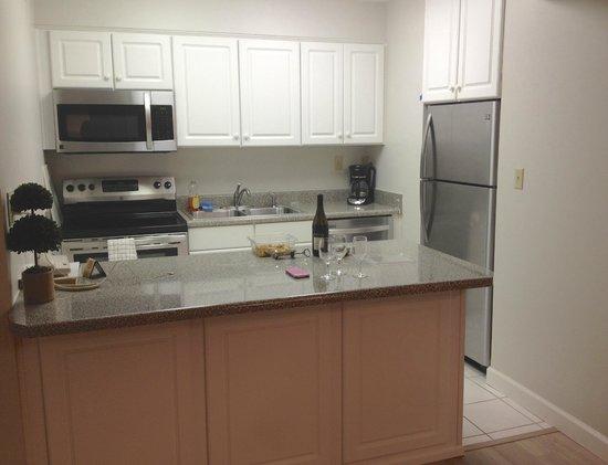 Jetty East Condominiums: Kitchen