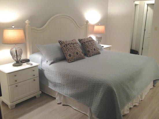 Jetty East Condominiums: Master bedroom