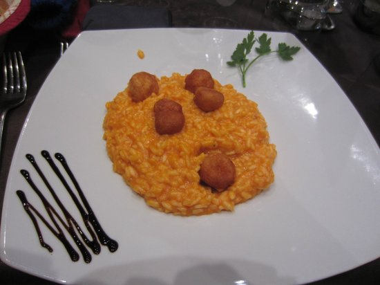 Le Transalpin : tomato risotto with deep fried cheese balls