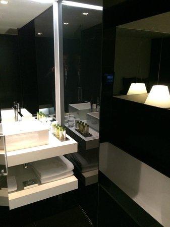 DoubleTree by Hilton Lisbon - Fontana Park : Bathroom