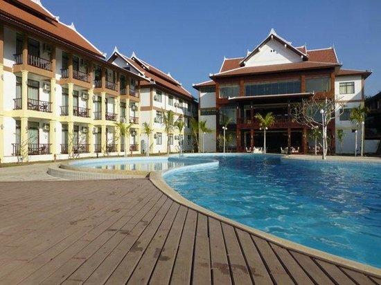 Xishuangbanna Hotel: pool 1
