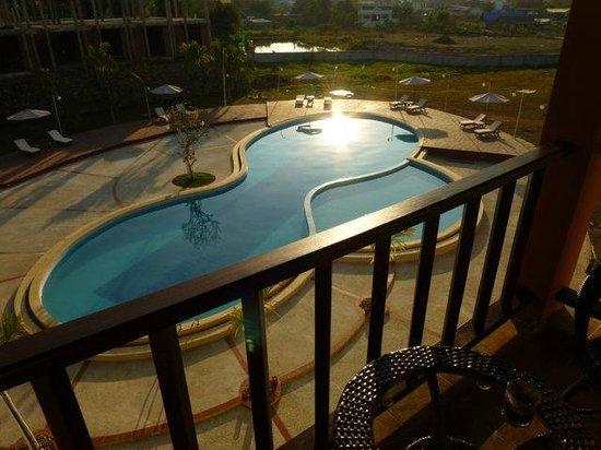 Xishuangbanna Hotel: pool 2