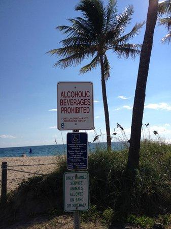 Las Olas Beach: Aviso x Praia no trecho da North Fort Lauderdale Boulevard