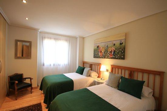 Habitaci n r stica 2 camas fotograf a de casa de la cadena asi in tripadvisor - Casa de la cadena ...