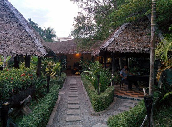 Tangram Garden: Private dining, each hut has its own table.