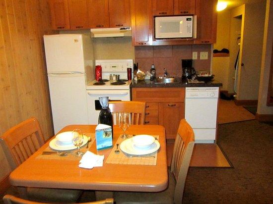 Hidden Ridge Resort: Kitchenette