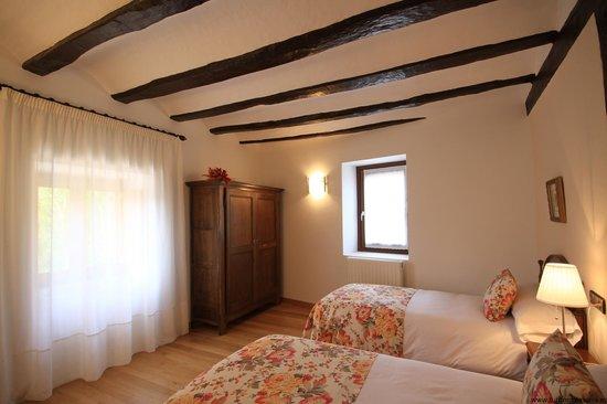 Habitaci n r stica 2 camas picture of casa de la cadena asiain tripadvisor - Casa de la cadena ...