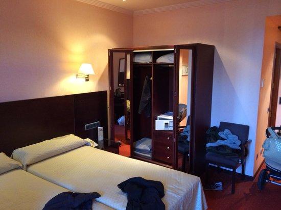 Hotel San Juan de los Reyes : Habitación