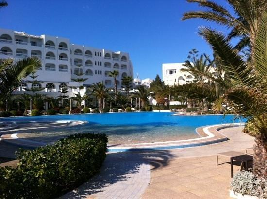 SENTIDO Aziza Beach Golf & Spa: poolside