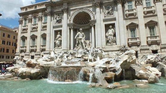 Trevi-Brunnen (Fontana di Trevi): Фонтан Треви