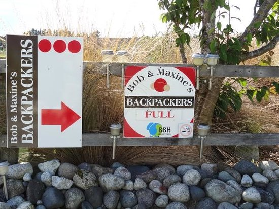 Bob and Maxine's Backpackers: Entrance