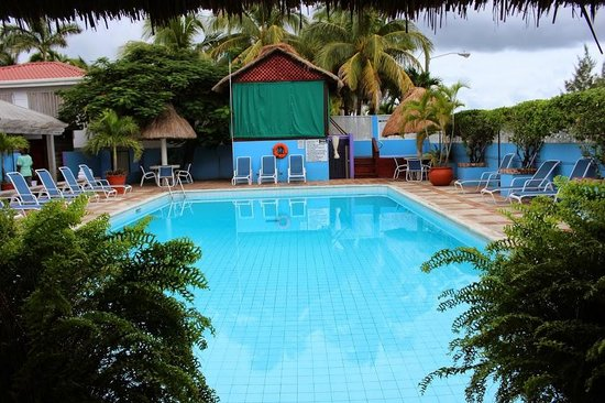 Radisson Fort George Hotel and Marina : Colonial Pool daytime