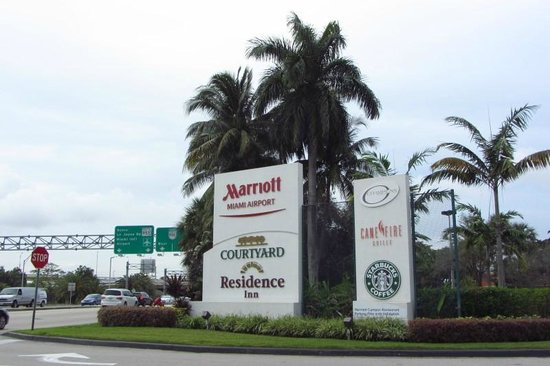 Miami Airport Marriott: Drive Entrance