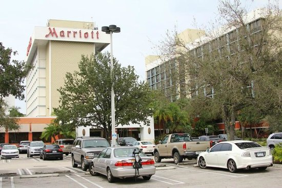 Miami Airport Marriott: Hotel Parking and Facility