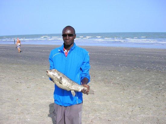 Sunset Beach Hotel: Local fisherman very helpful