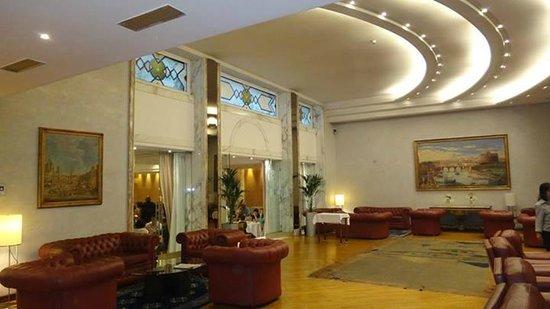 Best Western Plus Hotel Universo: Lobby y entrada a sala de negocios