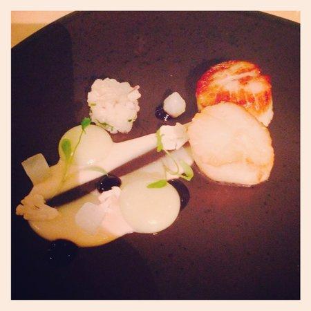 Stoke Place: Seared scallops, scallop tartare, wasabi, cauliflower and peanut purée