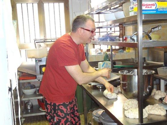 Albergo Ristorante Monte Piella: Salvatore making pasta