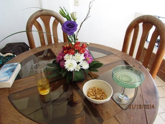 Emperador Vallarta Beachfront Hotel & Suites : wooden table and chairs, in good shape