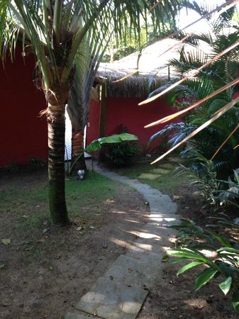 Soleluna Casa Pousada : Entrada dos Bangalos Mini Spa