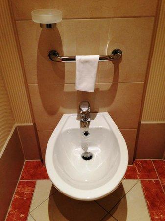 Meliá Berlin : トイレにはビデがありました
