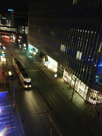 Meliá Berlin : ホテルの真下を地下鉄と路面電車が走っています。とれも便利です。