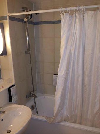 Campanile Montauban: Distributeurs de savon trop bas