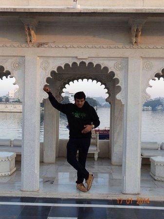 Taj Lake Palace Udaipur: Live life king size