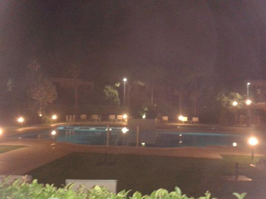 Le Ville del Lido Suite Residence: pool at night