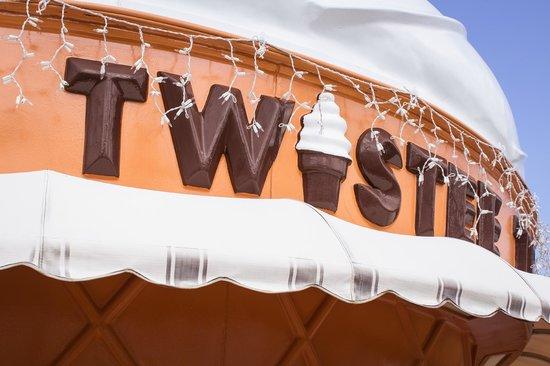 Twistee Treat : Twistee Building