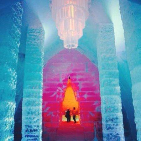 Hotel de Glace: Ice Chandelier